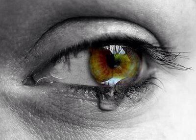 Burnout, depressie en magnesium. oog met tranen